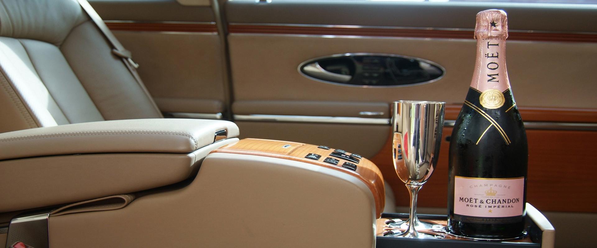 stretchlimousinenservice und limousineservice baden chauffeurservice und flughafentransfer f r. Black Bedroom Furniture Sets. Home Design Ideas